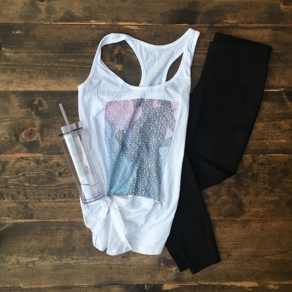 Old Navy Tops - White printed workout tank